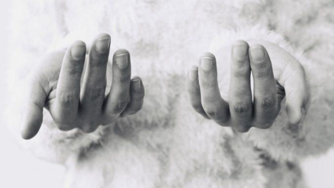 Mein Kind knabbert Fingernägel - was kann ich tun ?
