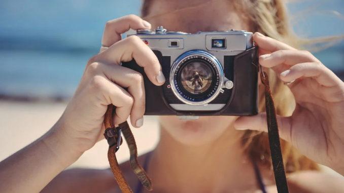 Retrokamera Die gute alte Kamera in Kinderhand
