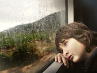 Zug fahren mit Kind