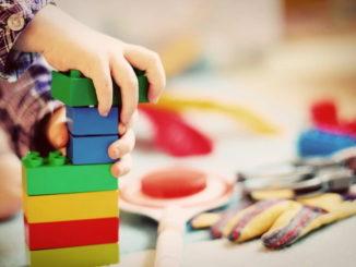 Geschlechterstereotypen in der Spielzeugkiste hinterfragen