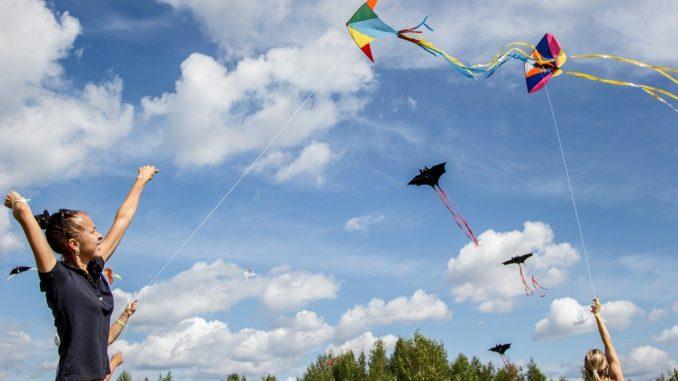 Drachen steigen lassen: Großer Spaß für die ganze Familie