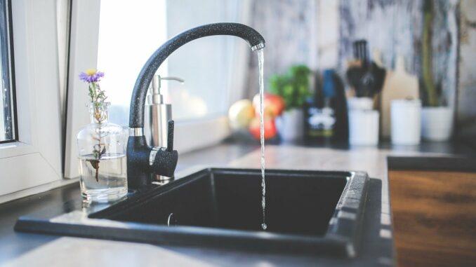 Kinder & Babies: Kann man Leitungswasser bedenkenlos trinken?