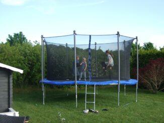 Was beachten beim Trampolin-Kauf für den Garten?