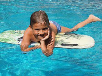 Badespaß im Garten: Pool und Planschbecken reinigen und sauber halten