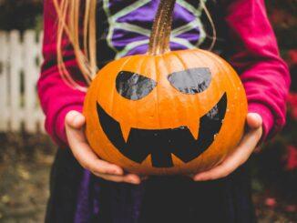 """Süßes oder Saures"": trotz Corona an Halloween um die Häuser ziehen"