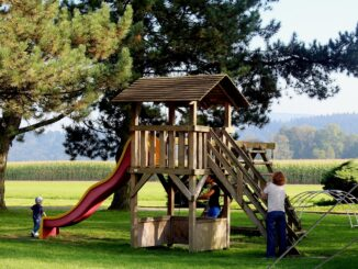 Im Garten spielen – Kinderspielgeräte für draußen