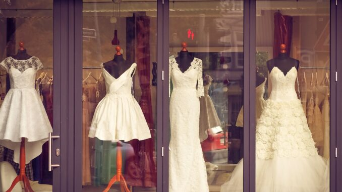 Das richtige Hochzeitskleid für Schwangere - So findest du es