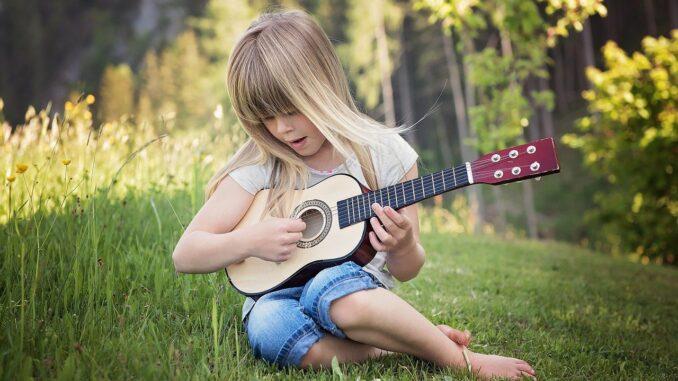 Warum Kinder ein Musikinstrument spielen sollten