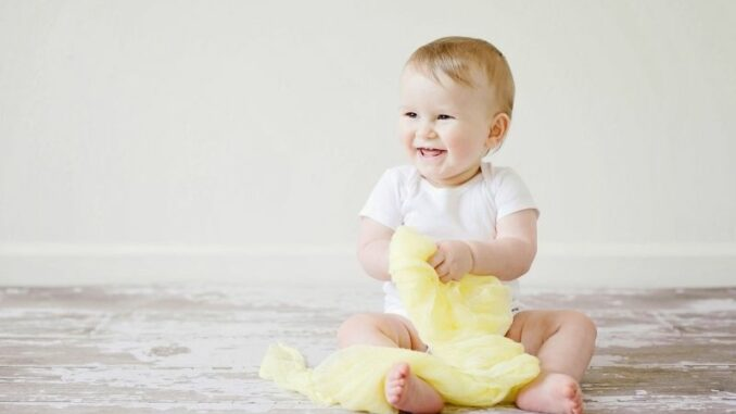 Dreieckstuch oder Halstuch beim Baby - Ja oder Nein und was sollte man wissen?