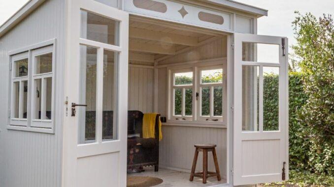 Eine Gartenhütte bauen mit der ganzen Familie – mit dem richtigen Fundament klappt es kinderleicht