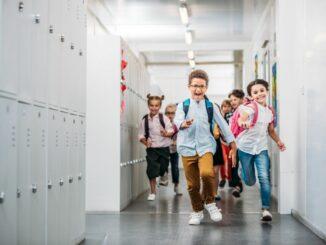 Raus aus dem Kindergarten, rein in die Grundschule, von Schuluntersuchung bis Vorbereitung- was müssen Eltern beachten?