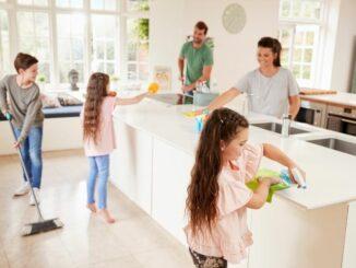 Kinder und Dreck: So wird man Schmutz im Kinder-Haushalt spielend leicht los